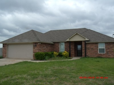 Geronimo Single Family Home Under Contract: 201 Meadowlark Ln