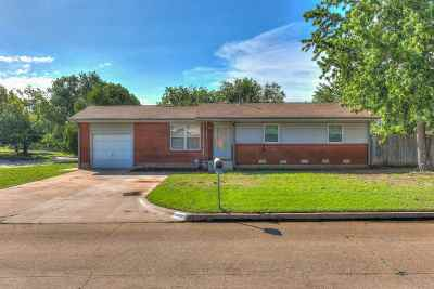Lawton Single Family Home For Sale: 1518 NW 47th St