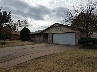 Lawton Single Family Home For Sale: 2706 NW Austin Dr