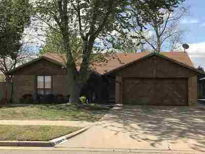Lawton Single Family Home For Sale: 7104 NW Ash Ave