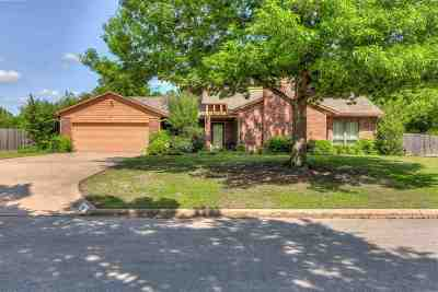Lawton Single Family Home For Sale: 218 NW Mockingbird Rd
