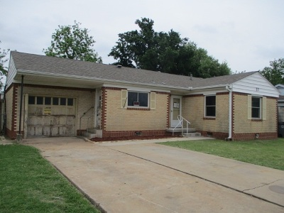 Comanche County Single Family Home For Sale: 27 NW 29th St