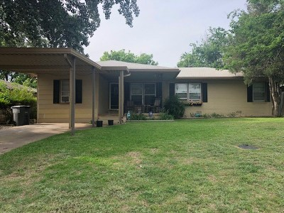 Comanche County Single Family Home Temporary Active: 2227 NW Lincoln Ave