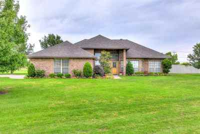 Lawton Single Family Home For Sale: 1 NW Valleybrook Dr