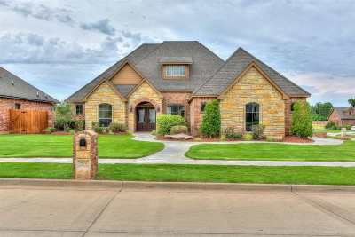 Lawton Single Family Home Under Contract: 7914 NW Brady Way