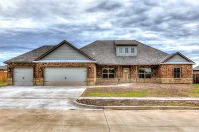 Lawton Single Family Home For Sale: 2429 NE Meadowlark Ln