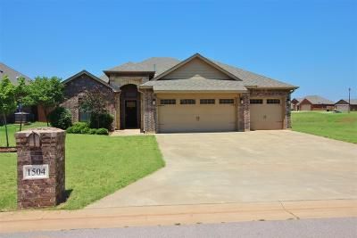 Elgin Single Family Home For Sale: 1504 NE Stonehouse Dr