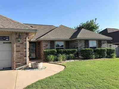 Lawton Single Family Home Under Contract: 3711 NE Willow Way