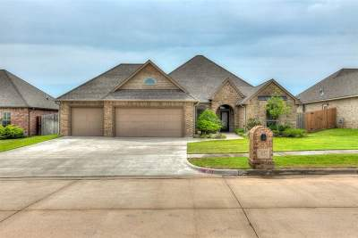 Lawton Single Family Home Under Contract: 612 NW Brookhaven Pathway