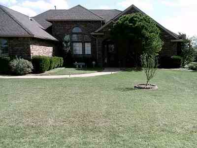 Lawton Single Family Home For Sale: 23 River Bend Dr