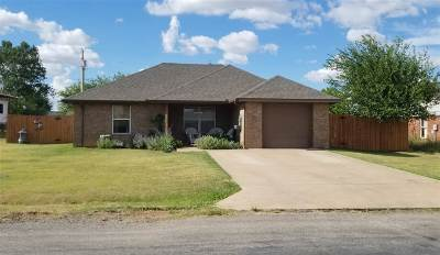 Geronimo Single Family Home For Sale: 809 Main St