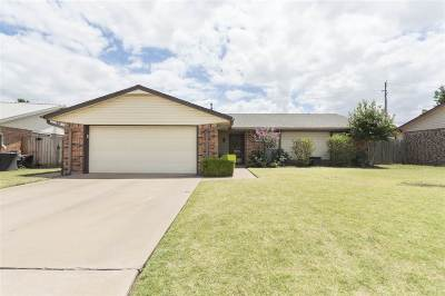 Lawton Single Family Home For Sale: 1811 NW 76th St