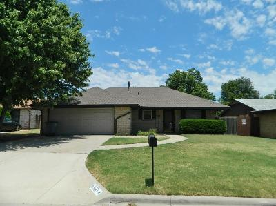 Lawton Single Family Home For Sale: 6331 NW Taylor