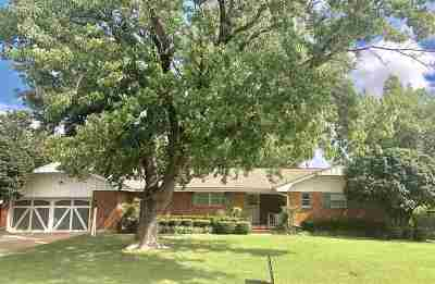 Lawton Single Family Home For Sale: 1523 NW 33rd St