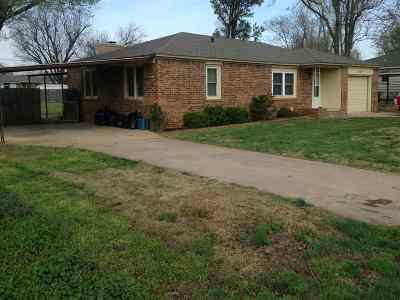 Caddo County Single Family Home For Sale: 217 S 5th St