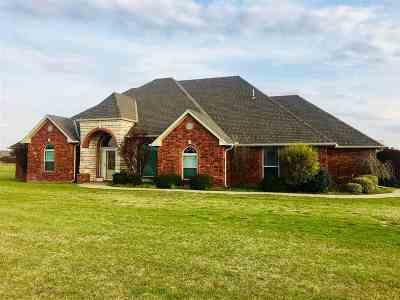 Elgin Single Family Home For Sale: 246 NE Meadow Ln