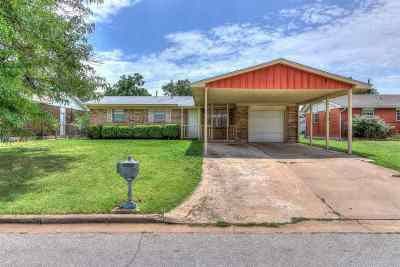 Lawton Single Family Home For Sale: 117 NE Babbitt