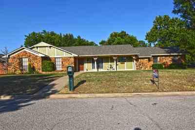 Lawton Single Family Home For Sale: 2413 NE 9th St