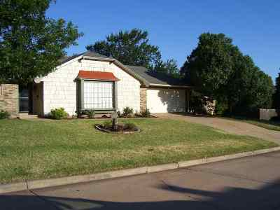 Lawton Single Family Home For Sale: 202 NW 72nd St