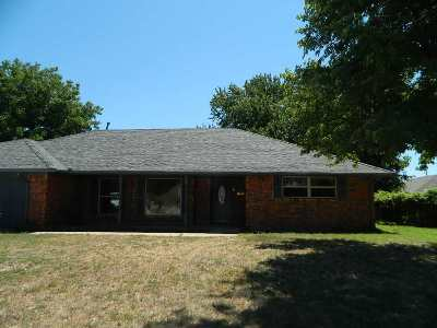 Lawton Single Family Home Under Contract: 303 NW Tanglewood Cir