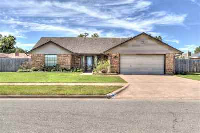 Lawton Single Family Home For Sale: 1114 NW 73rd St