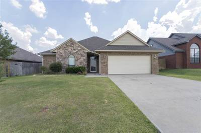 Lawton Single Family Home For Sale: 5414 NW King Richard Ave