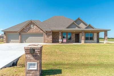 Elgin Single Family Home For Sale: 12135 NE Deer Ridge Dr