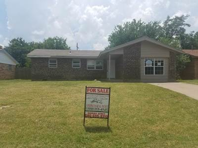 Lawton Single Family Home For Sale: 125 NE Babbit St