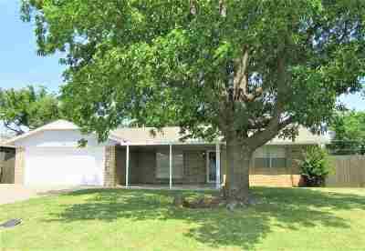 Lawton Single Family Home Under Contract: 1706 SE Jarman Ave