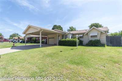 Lawton Single Family Home For Sale: 425 NW Woodland Dr