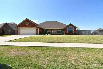 Lawton Single Family Home For Sale: 8314 SW Castlestone Blvd