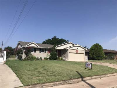 Comanche County Single Family Home For Sale: 328 NW Compass Dr