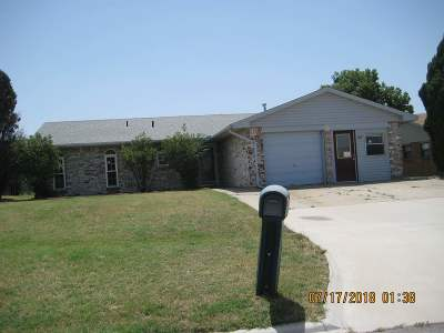 Comanche County Single Family Home For Sale: 2605 NE Lake Ave