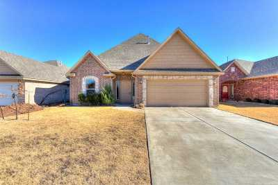 Comanche County Single Family Home For Sale: 910 SW 79th St