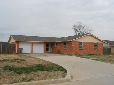 Comanche County Single Family Home Temporary Active: 6105 SW Summit