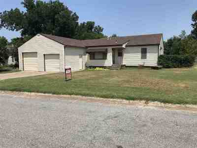 Caddo County Single Family Home Under Contract: 318 S Walnut