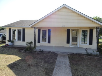 Fletcher Single Family Home For Sale: 203 Central
