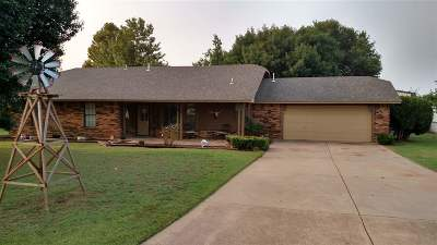 Lawton Single Family Home Under Contract: 80 Foxfire Rd