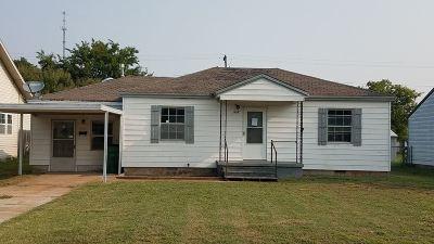 Cotton County Single Family Home Under Contract: 439 E Iowa St