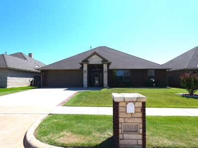 Lawton Single Family Home For Sale: 1804 SW Driftwood Dr