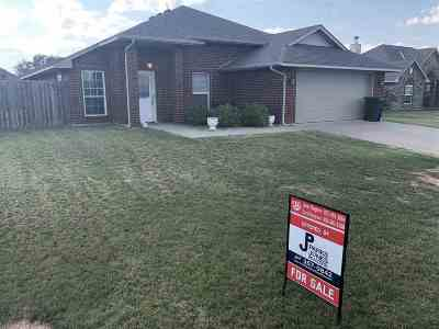 Elgin Single Family Home For Sale: 205 Glover Cir