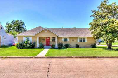 Lawton Single Family Home Under Contract: 1154 NW Oak Ave