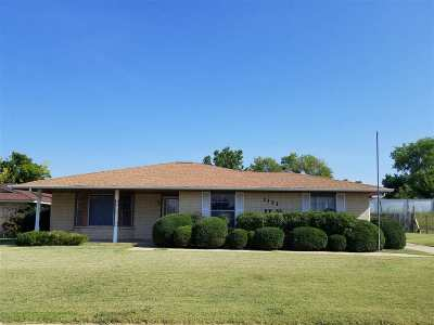 Lawton Single Family Home For Sale: 1121 NW 50th St