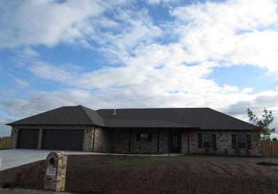Elgin Single Family Home Under Contract: 5705 NE Snowy Owl Rd