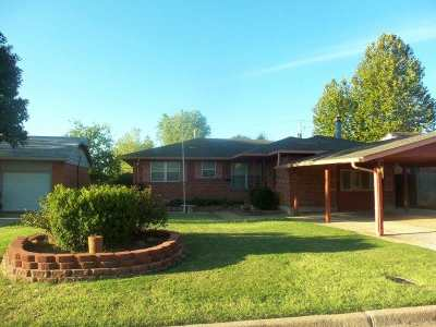 Lawton Single Family Home For Sale: 4310 NW Hoover Ave