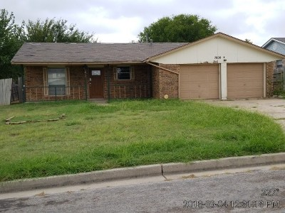 Lawton Single Family Home Under Contract: 7820 NW Welco Ave