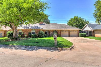 Lawton Single Family Home For Sale: 119 SE Berkshire Way
