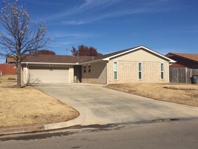 Lawton Single Family Home For Sale: 6109 SW Oakcliff Ave