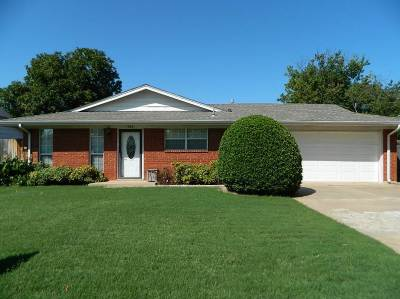 Lawton Single Family Home For Sale: 506 NW 73rd St