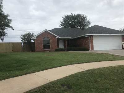 Lawton Single Family Home Under Contract: 4804 SE Redbud Pl